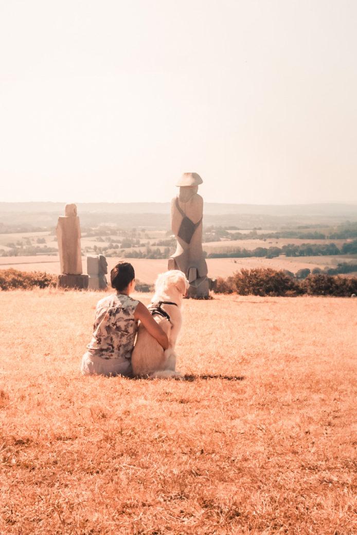La vallée des Saints avec son chien